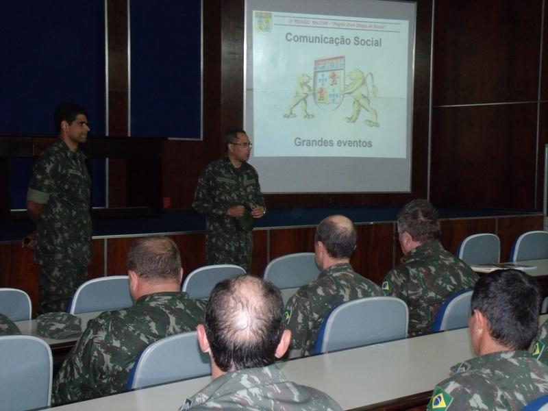 Palestra do Major Julio Cezar Dutra de Oliveira sobre a Comunicação Social no Exército Brasileiro