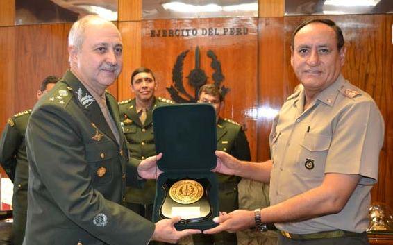 Aditância de Defesa e do Exército no Peru promove Conferência Bilateral de Estado-Maior