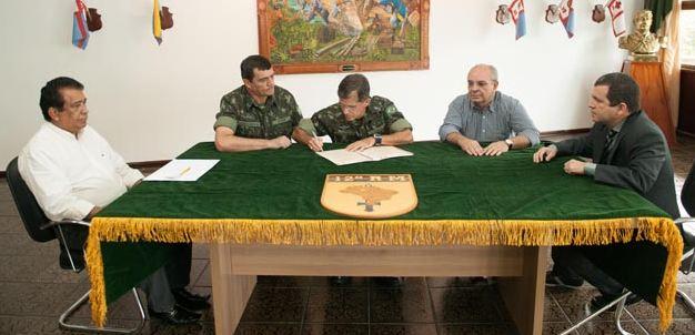 Assinatura de escritura pública no Comando da 12ª Região Militar