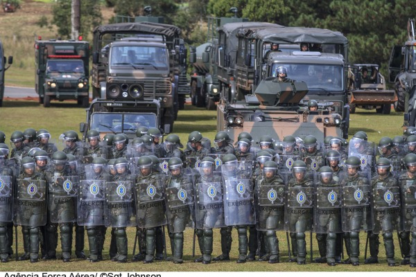 Militares demonstram capacidade operacional em Curitiba