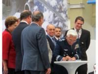 Com presença da presidenta da República, FAB assina contrato de compra do avião brasileiro KC-390