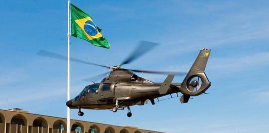 Apresentação da aeronave AS 365 K2 – Super Pantera ao Comandante do Exército