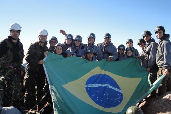 Cadetes da AFA escalam o Pico das Agulhas Negras pela primeira vez