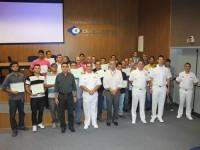 Entrega dos certificados de conclusão do curso ETSP