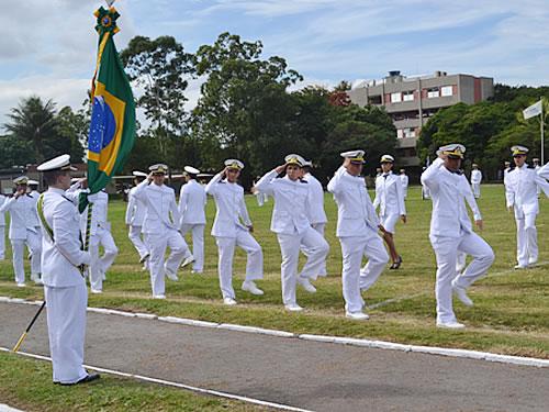 CIAGA realiza Cerimônia de Juramento à Bandeira dos alunos da EFOMM