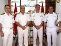 Autoridades durante a visita