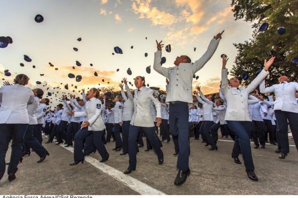 Escola de Especialistas de Aeronáutica forma 605 novos Sargentos