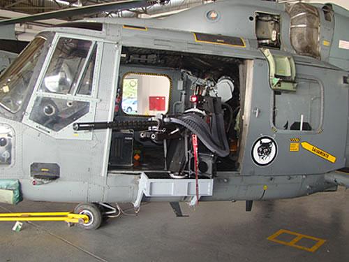 Esquadrão HA-1 recebe metralhadora .50 Pol