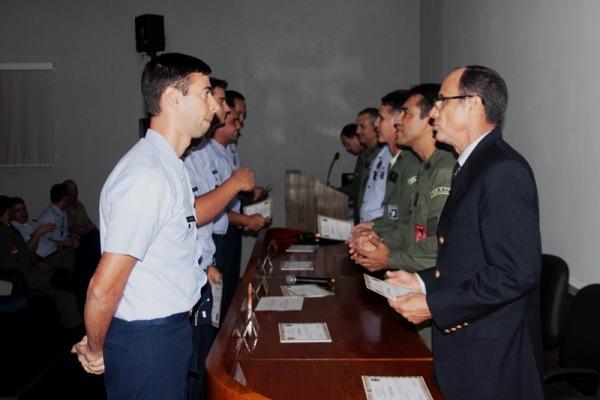 Militares encerram curso de guerra eletrônica