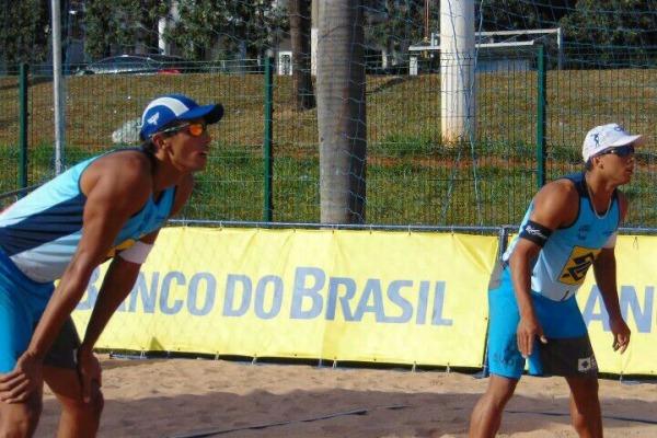 Sargentos da FAB conquistam prata e bronze no vôlei de praia