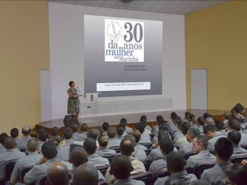 Alunos do CIAW participam de palestra sobre os 30 anos da mulher na Marinha do Brasil