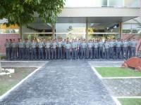 Alunos do Colégio Naval na entrada principal do CCIM