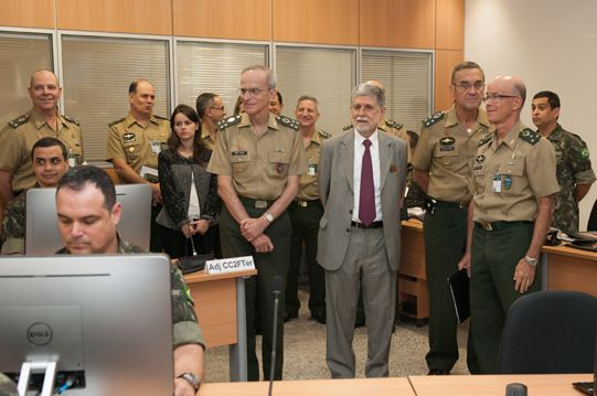Ministro da Defesa visita CDCiber e CC²FTer