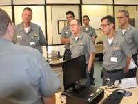 Autoridades nas dependências do Centro de Guerra Eletrônica da Marinha