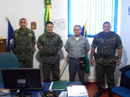 Comandante da 13ª Brigada de Infantaria Motorizada visita a Agência Fluvial de Cáceres