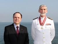 Embaixador do Brasil e CEMA da Marinha Portuguesa, agraciado pela Comenda da Ordem do Mérito Naval