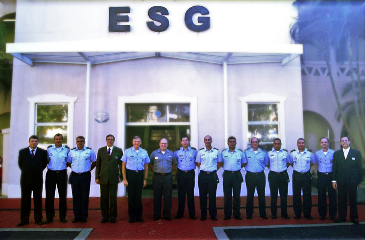 Comitiva dos Oficiais das Nações Amigas da ECEMAR visita a ESG