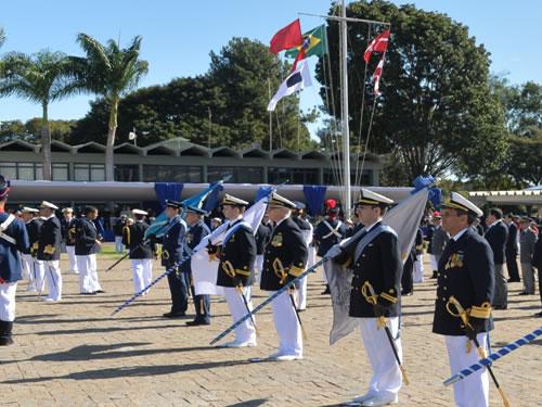 Instituto de Estudos do Mar Almirante Paulo Moreira recebe Ordem do Mérito Naval