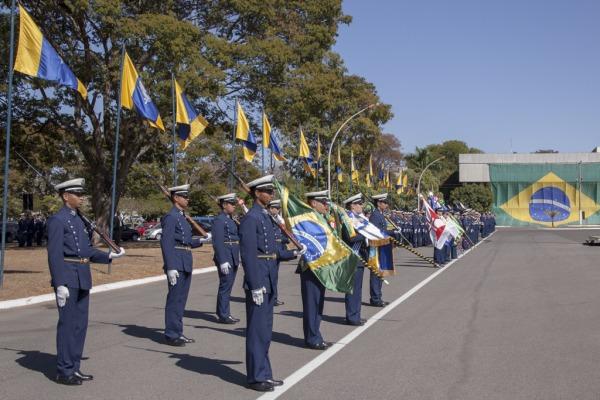 Mais de 700 agraciados recebem Medalha Mérito Santos Dumont