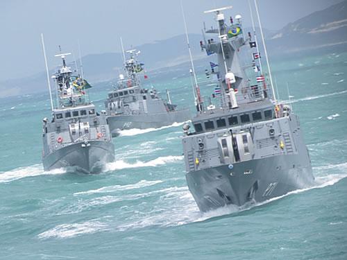Navios do Comando do 3º Distrito Naval realizam Parada Naval