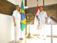 Comandante da Marinha do Líbano (esq.) e Comandante-em-Chefe da Esquadra (dir.)