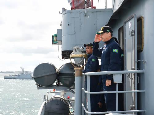 """Corveta """"Caboclo"""" recebe visita do Coordenador de Defesa de Área em Salvador"""