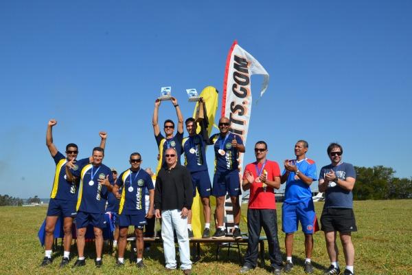 Equipe de paraquedismo da FAB é destaque em campeonato brasileiro