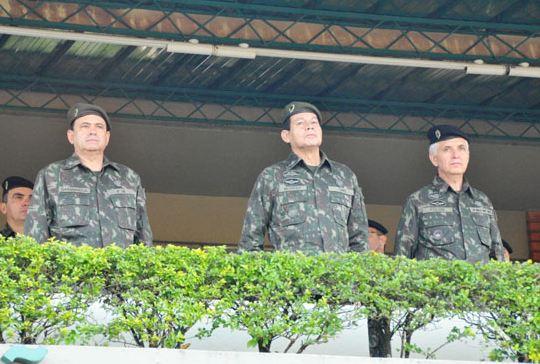 Comandante Militar do Sul visita a 15ª Brigada de Infantaria Mecanizada