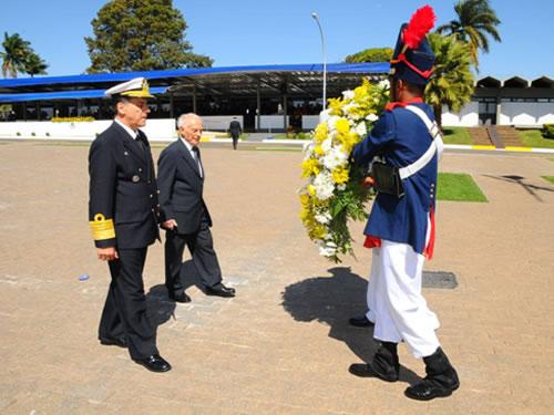 Com7ºDN homenageia mortos da Marinha em guerra