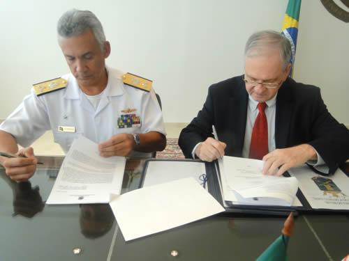 Assinatura de renovação do convênio entre Marinha e USP