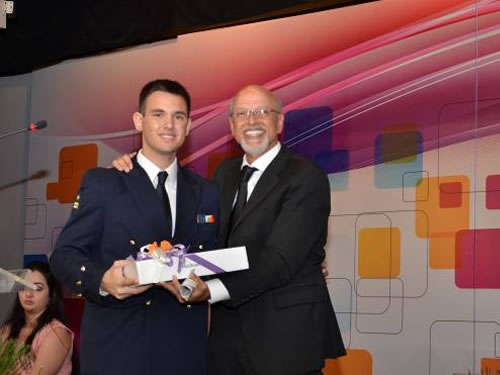Aluno da Escola de Formação de Oficiais da Marinha Mercante ganha prêmio em concurso literário nacional