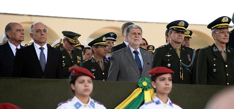 Amorim participa de homenagens do Exército pelo Dia do Soldado