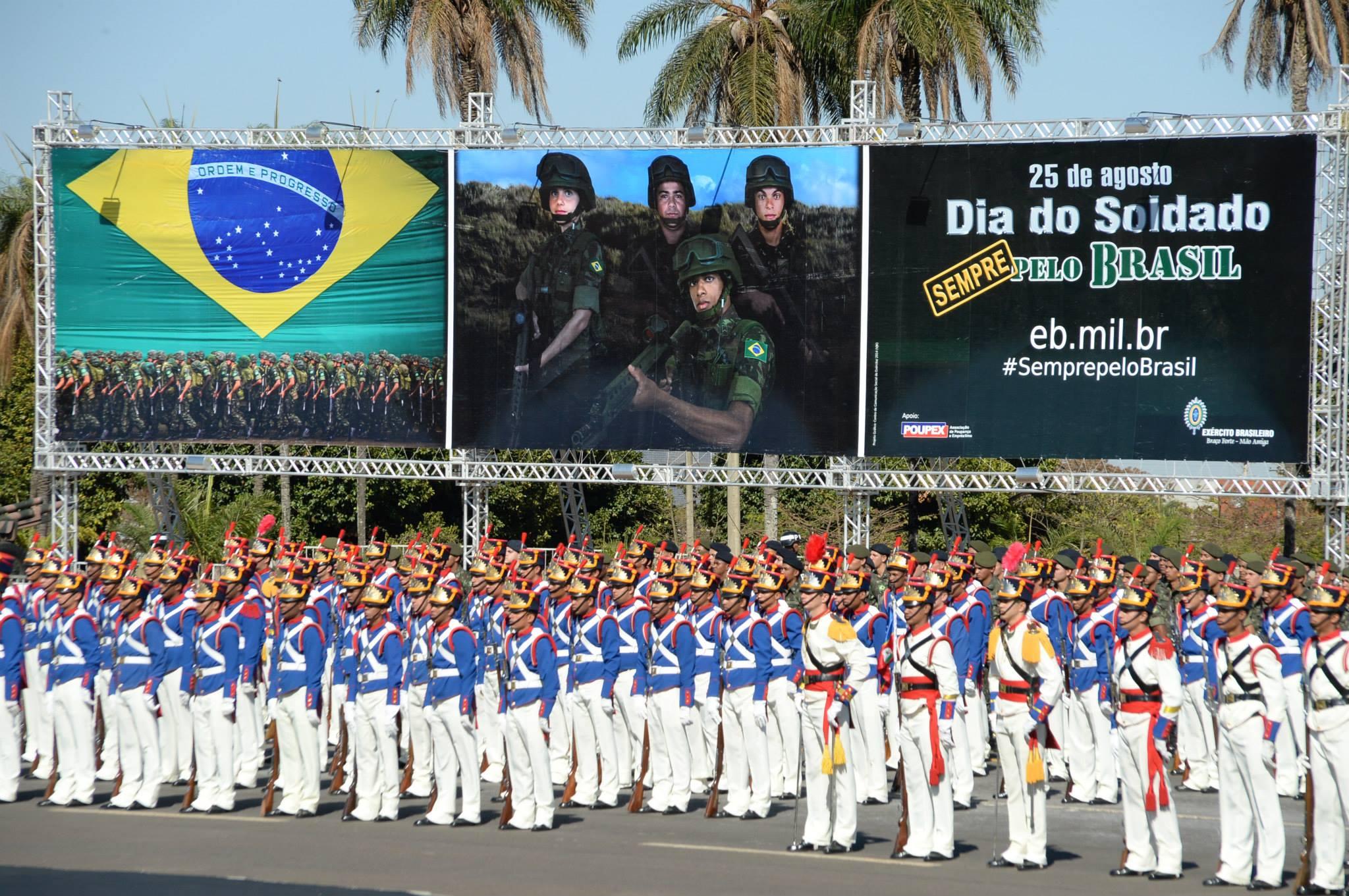 Amorim participa de homenagens do Exercito pelo Dia do Soldado 2