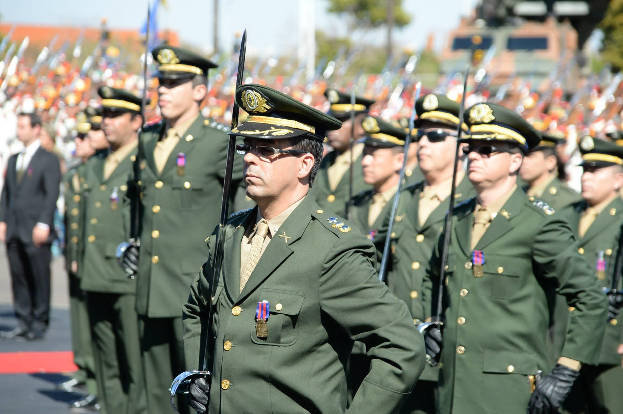 Amorim participa de homenagens do Exercito pelo Dia do Soldado 6