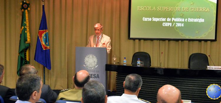 Amorim profere aula inaugural de curso de Política e Estratégia da ESG