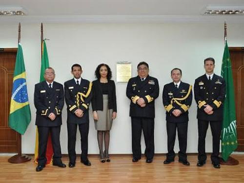 A Embaixadora do Brasil na Etiópia e representantes da Marinha do Brasil