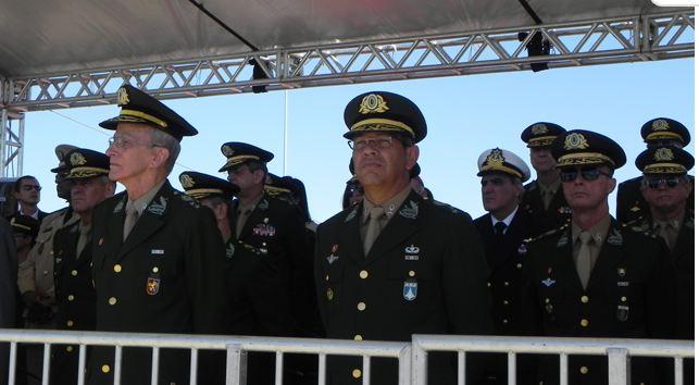 CMP conduz solenidade de substituição da Bandeira Nacional e realiza exposição de Produtos de Defesa