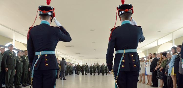 Cerimonia de entrega de espadas marca promoção de novos oficiais generais