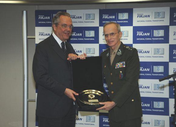 Comandante do Exercito recebe homenagem 3