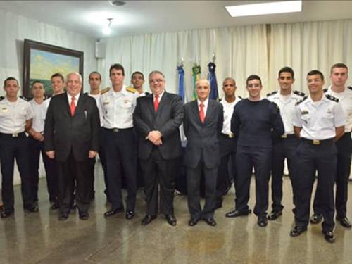 Escola Naval assina contrato com Santander para intercâmbio de Aspirantes