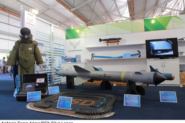 FAB expõe bombas, mísseis e foguetes desenvolvidos no Brasil