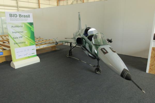 FAB expoe bombas 2