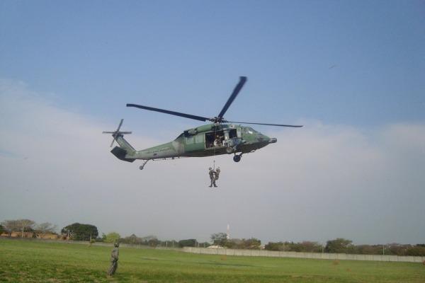 Militares participam de curso de salvamento e resgate para atividades aeroespaciais