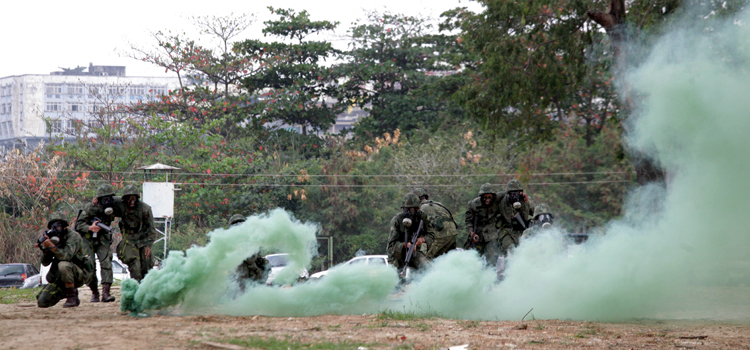 Oficiais e civis latino americanos participam de exercicio 1