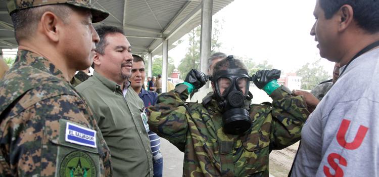 Oficiais e civis latino americanos participam de exercicio 2
