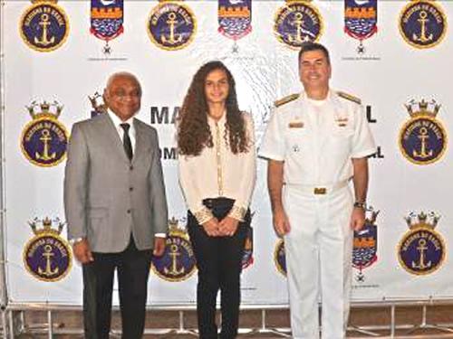 Coronel (R1) Cassivaldo, a estudante Bianca e o V Alte Caroli
