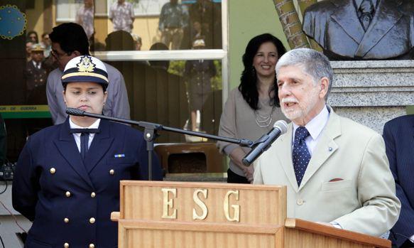 Amorim destaca importância da Escola Superior de Guerra para o futuro da Defesa