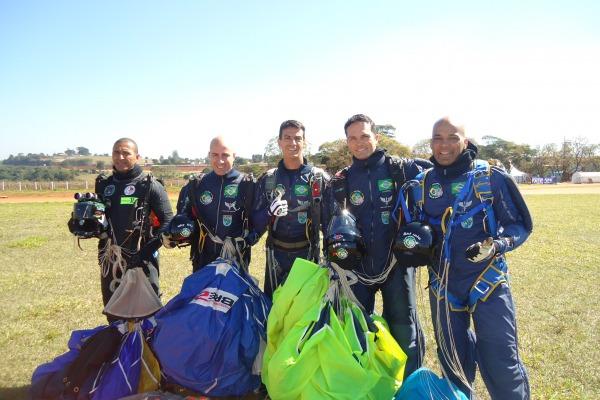 Equipe da FAB é destaque em campeonato de paraquedismo