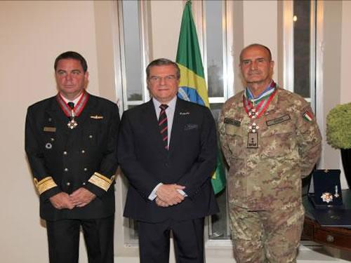 Oficiais-Generais são condecorados com a medalha da Ordem do Mérito Naval, no Líbano