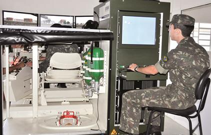 Exercício de simulação nos Treinadores Sintéticos de Blindados – Cl Blind